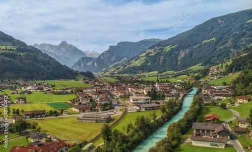 Leinwanddruck Bild Zell am Ziller Zillertal Tirol Luftbild Berge Dorf Fluss Tal Alpen Idylle Heimat Landschaft