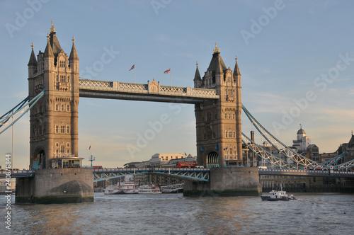 mata magnetyczna Tower Bridge in London