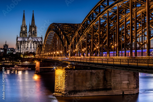 Köln Dom Hohenzollernbrücke - 240976494