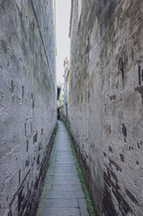 Narrow alleyway between old walls in the old town of Xitang, China © Mark Zhu