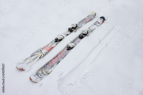 mata magnetyczna Skiing twintip. Ski twintip interesting lying in the snow. Freestyle, slopestyle skiing
