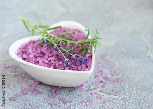 Heart-shaped bowl with sea salt and fresh lavender flowers - 241095808