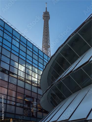 mata magnetyczna vue de la Tour Eiffel depuis le musée Jacques Chirac à Paris
