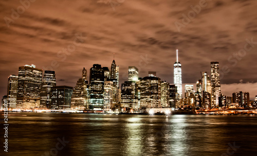 mata magnetyczna Manhattan skyline by night, New York City