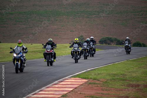 motos em pilotagem