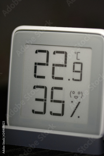 Room thermometer-hygrometer on e-ink. - 241408823