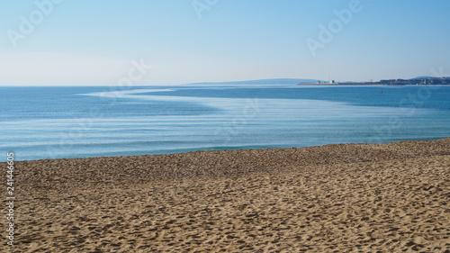 playa en invierno con mar en calma - 241446605