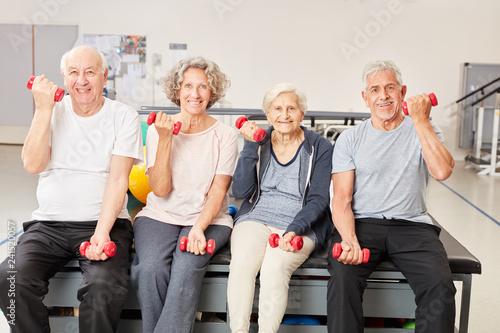 Leinwandbild Motiv Senioren beim Training mit Kurzhanteln