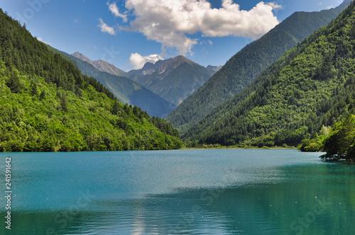 Montagne del parco nazionale di Jiuzhaigou, Cina