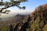 Schrammsteine im Nationalpark Sächsische Schweiz; Blick zum Vorderen Torstein - 241714239