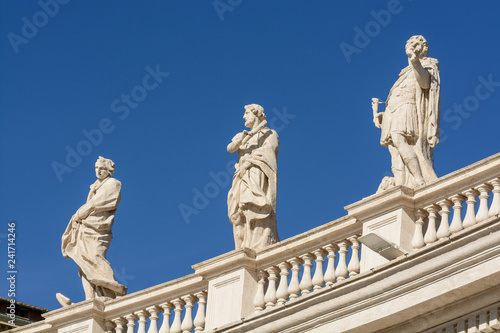 obraz lub plakat Apostles of the facade of St. Peter's Cathedral in the Vatican. Italy