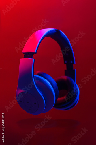 Headphones to listen to music. - 241721625