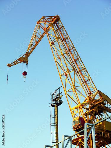 Leinwanddruck Bild Grúa para reparar embarcaciones en la bahía de cádiz capital, andalucia. España. Europa