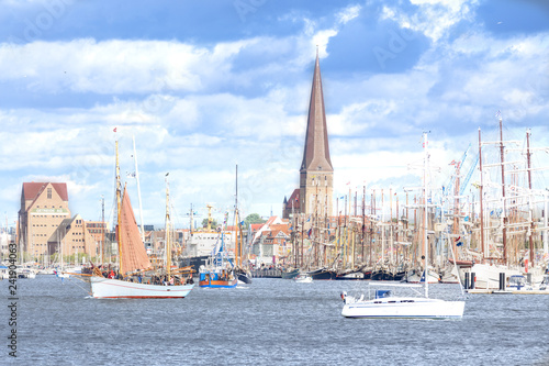 Segelschiffe auf der Hanse Sail in Rostock - 241904063