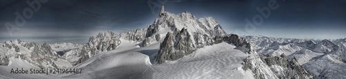 Massiccio del Monte Bianco panoramica - 241964487