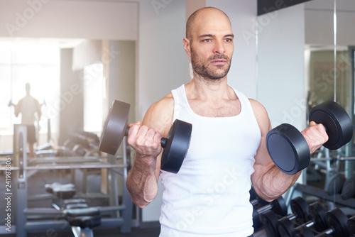 Foto Murales Bodybuilder man workout with barbells
