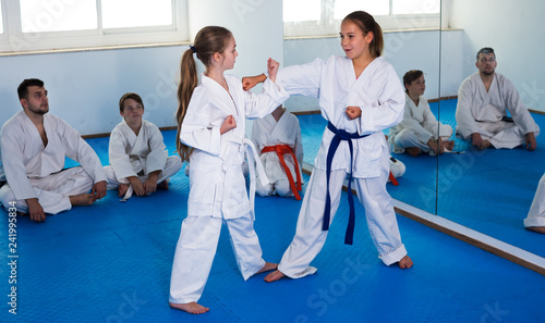 Leinwanddruck Bild Girls training during karate class