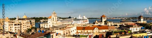 Panorama Blick auf Hafen von Havanna Kuba - 242103499