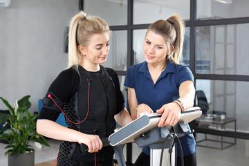Trening personalny. Elektrostymulacja mięśni, trening personalny. © Robert Przybysz