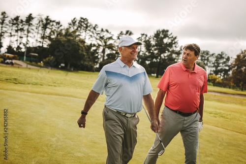 Foto Murales Senior golfers walking to the next hole