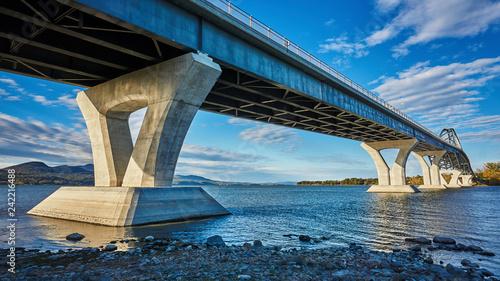 Foto Murales bridge over the river