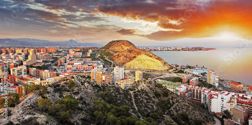Leinwanddruck Bild Spain, Alicante city at sunset