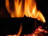 fuoco nel camino - 242304602