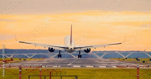 Airplane Landing at Reagan National Airport Washington DC D.C. 24P version 20190107