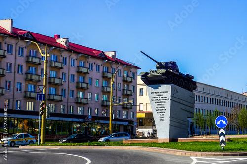 Leinwanddruck Bild Grodno Tank Monument