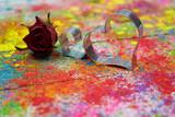 Herzen auf buntem Hintergrund - 242348897