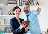 Business Team mit neuen Ideen - 242360263