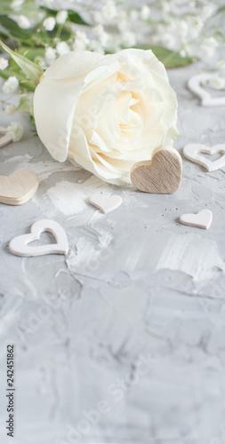 Leinwanddruck Bild Cream rose with hearts