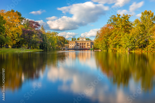 Fototapety, obrazy : Royal Łazienki Park in Warsaw, Palace on the water, Poland