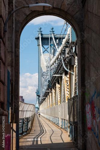 Foto Murales Manhattan Bridge Footpath in New York City