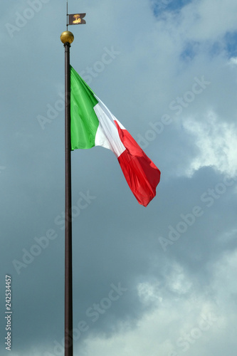 Italienische Flagge - 242534457