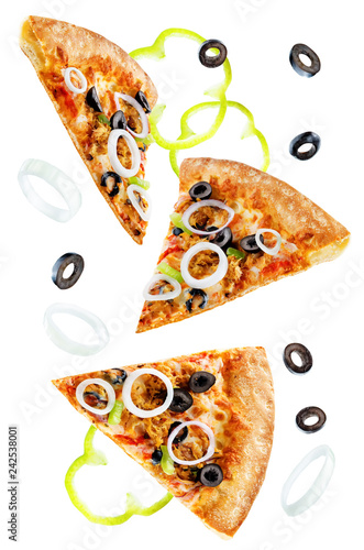 Foto Murales Pizza with tuna, olives, green pepper and red onion isolated