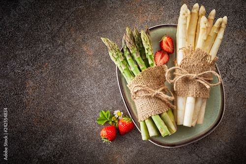 Poster Fresh harvest of asparagus and strawberries