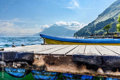 Acrylglas Pier Volcano, boats & jetty, Lake Atitlan, Guatemala