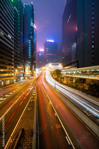 Foto Murales Car traffic light trail on city road