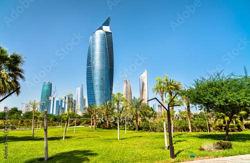 Leinwanddruck Bild Skyline of Kuwait City at Al Shaheed Park