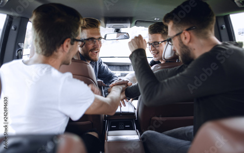 men greet colleagues before leaving by car. © FotolEdhar