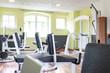 Leinwanddruck Bild - Fitnessstudio mit Geräten