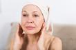 Leinwanddruck Bild - Woman using face cream