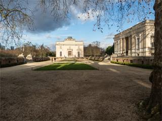 le jardin de Bagatelle dans le Bois de Boulogne à Paris