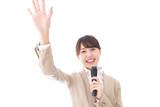 選挙に立候補する女性 - 242835414
