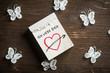 """Leinwanddruck Bild - Abreißkalender mit Herz und Nachricht """"Ich liebe Dich"""" auf Holzuntergrund mit dekorativen Schmetterlingen"""