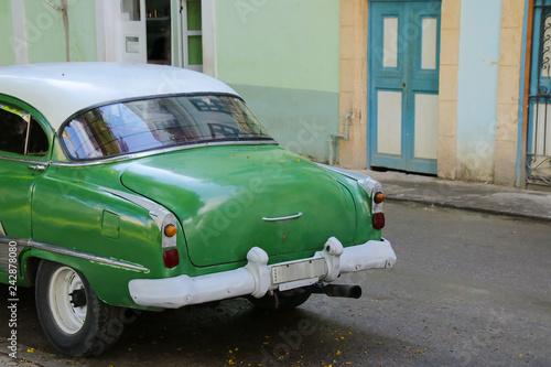 obraz PCV Old car in the old town of Havana