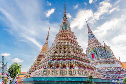 Fototapeten Bangkok pagodes du temple de Wat Pho, Bangkok, Thaïlande
