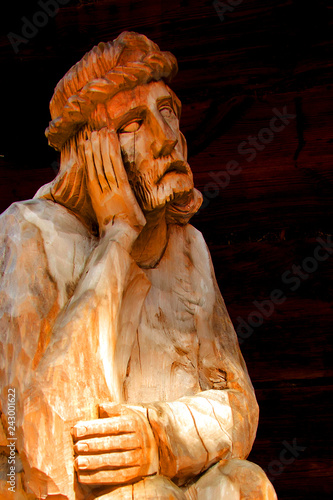Jezus frasobliwy rzeźba drewno religia