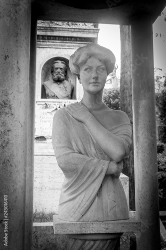 Grabfigur auf dem Cimitero Acattolico in Rom - 243016410
